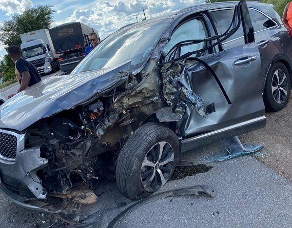 """""""Foi livramento de Deus"""", afirma Luciano da Locar após sair ileso de acidente de carro na BR-324"""
