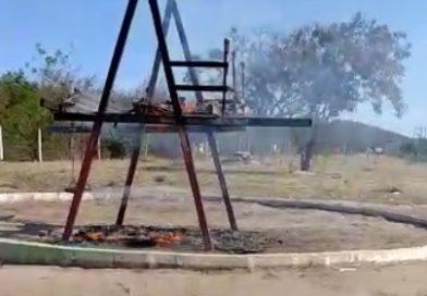 Vândalos incendeiam parque infantil no Conjunto Habitacional Cidade do Ouro em Jacobina